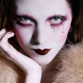 9 Beautiful & Totally Creepy Makeup Tutorials (Noir, Vamp &Vintage)