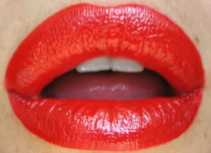 Pouty lips should be draped in a self-made color.
