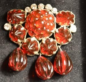 red-berries-flowers-crystal-brooch-eisenberg