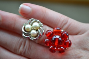 pearl-rhinestone-goldtone-red-glass-bead-vintage-ring