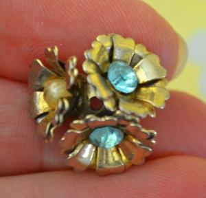 flower-earring-broken-vintage