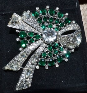 green-clear-eisenberg-swarovski-ribbon-brooch
