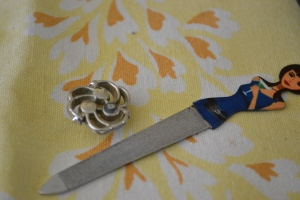 rouch-earring-metal-nail-file