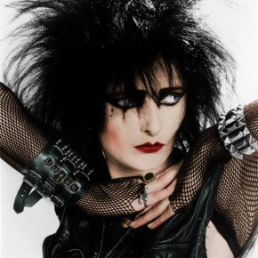Top 10 Issues That Come With Outgrowing Your Goth KidStatus