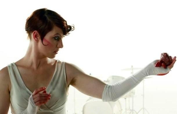 Amanda-Palmer-arm-pits