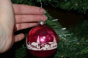 top-cap-lengthening-christmas-shiny-brite-ornament