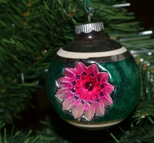 indent-christmas-shiny-brite-ornament