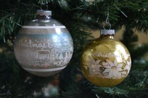 christmas-eve-shiny-brite-ornaments